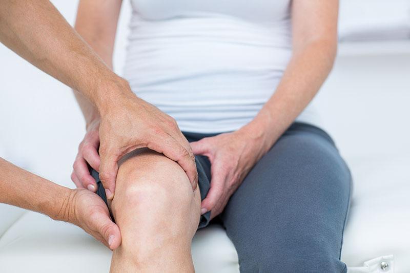 éles fájdalom a térd artrózisával)