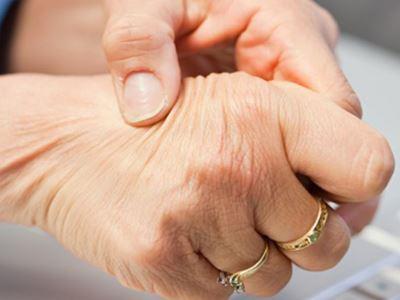 fájdalom a karok ízületeiben
