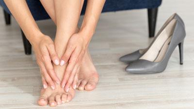 lábízületi fájdalom a láb közelében)