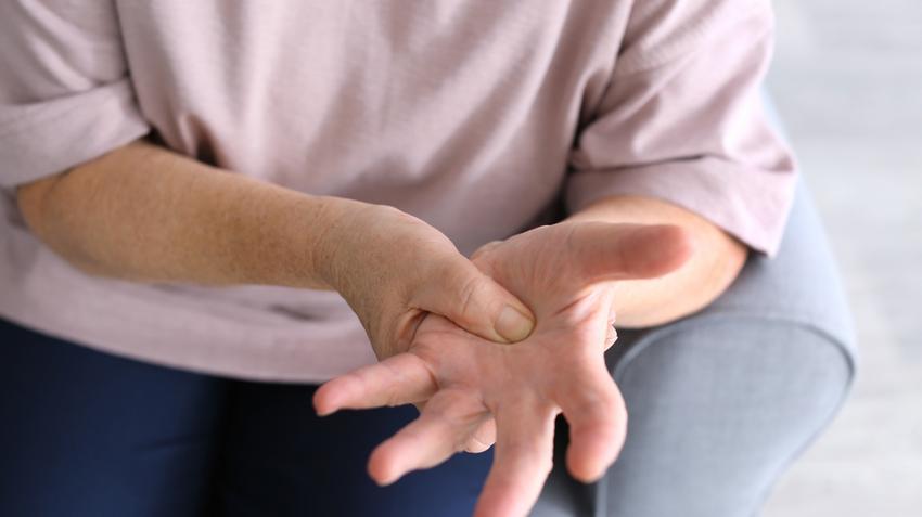 ízületi fájdalom a bal kéz csuklójában