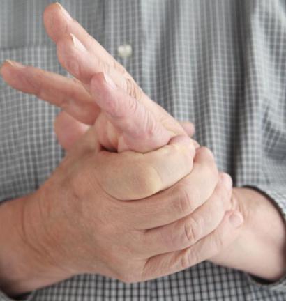 fáj a könyökízületben levő kar és a kisujj