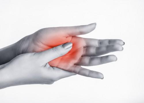 fájdalom a kezek ízületében a karok és a lábak ízületei zsibbadtak
