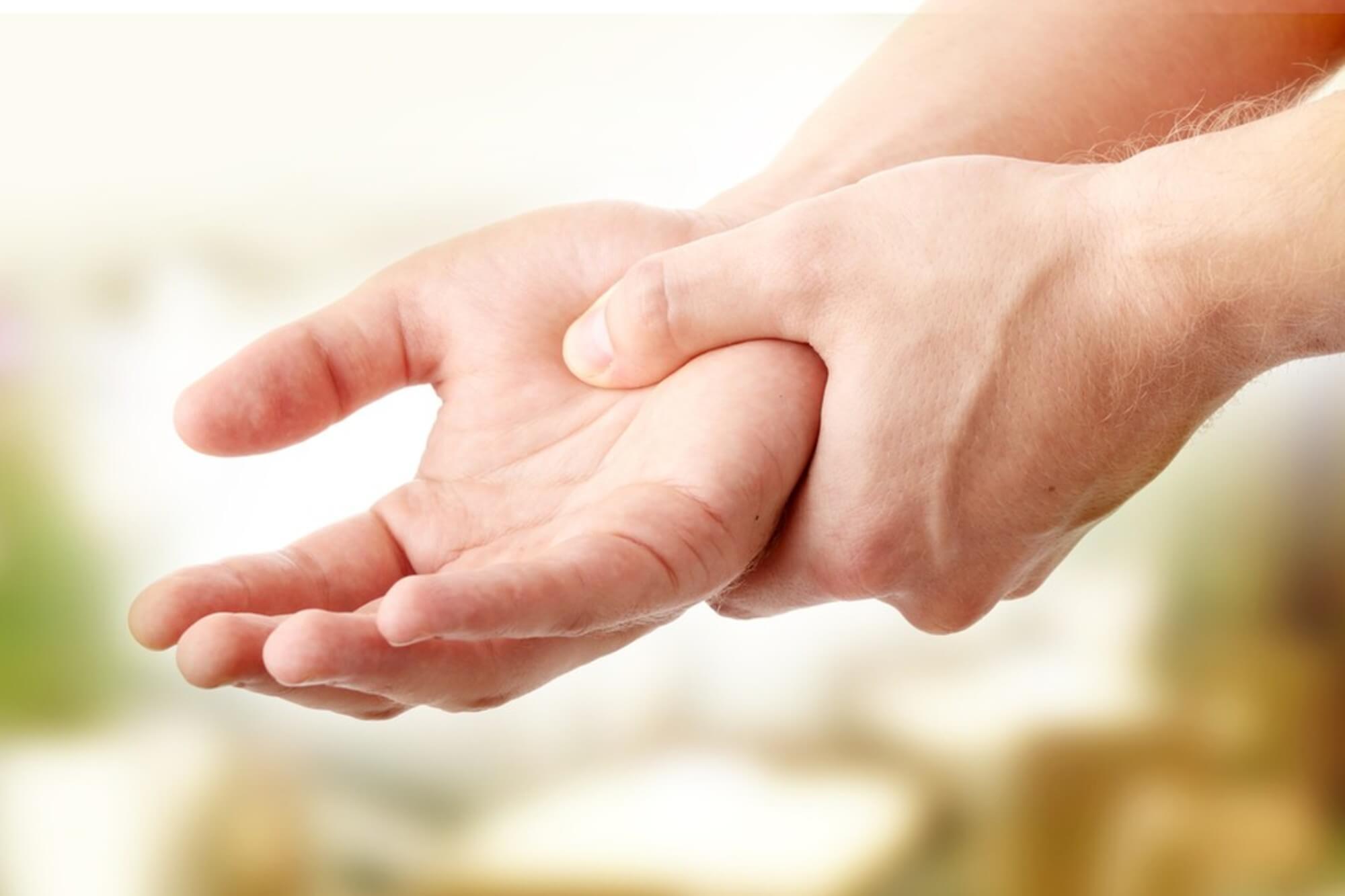 fájdalom az ujjakban a vállízület ízületi fájdalma