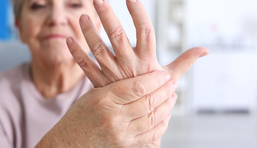 az egyik ujj fáj a karban)