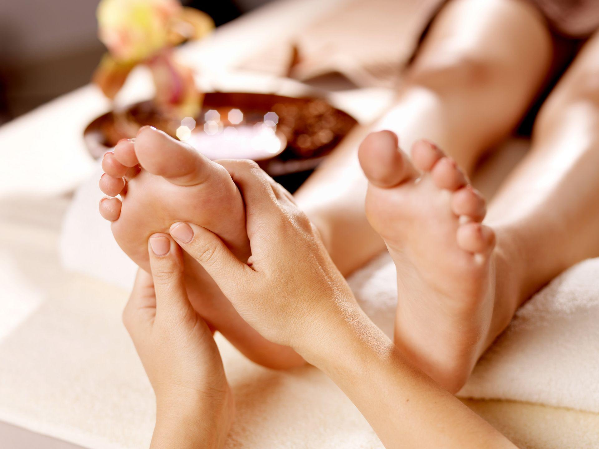 elfordítja a lábak fájó ízületeit
