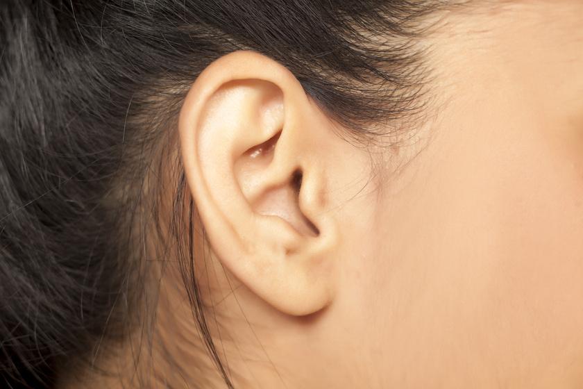 fáj a jobb fül mögött lévő ízület