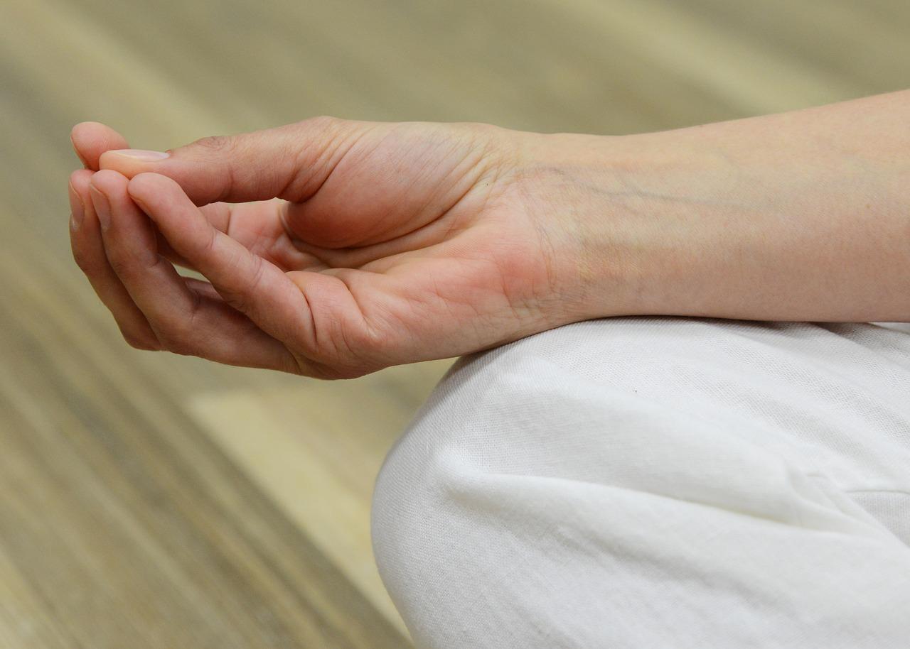 ha a jobb kéz könyökízülete fáj