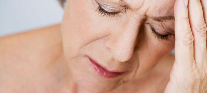 ízületi fájdalom ischaemiás stroke után)