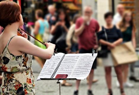 zene közös kezelésre hallgatni