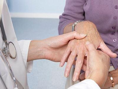 változások a kéz ízületeiben ízületi gyulladás esetén)