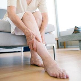 a lábak izomfájdalma csípőízületet okoz)