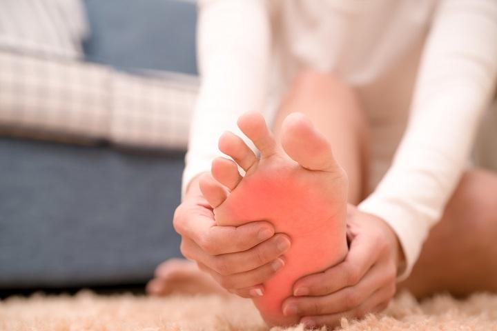 amikor a lábfej lábujjai ízületi fájdalma jár)