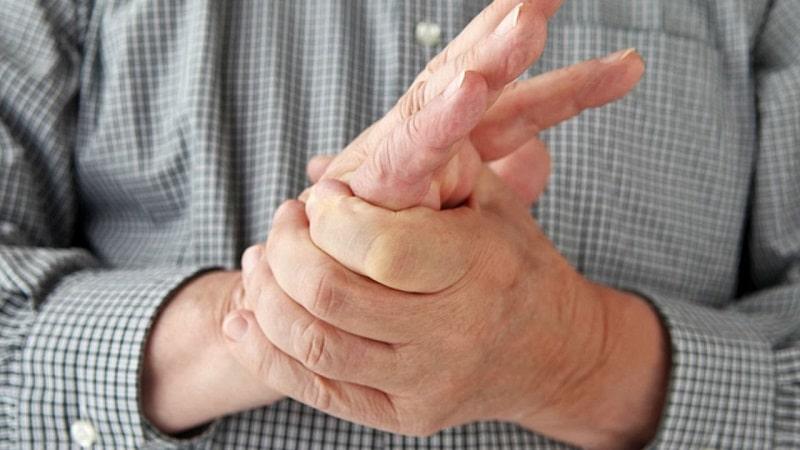 a kéz ütések az ujjain)