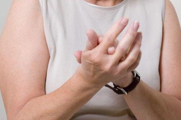 Hygroma kéz kefe: tünetek és kezelés - Köszvény