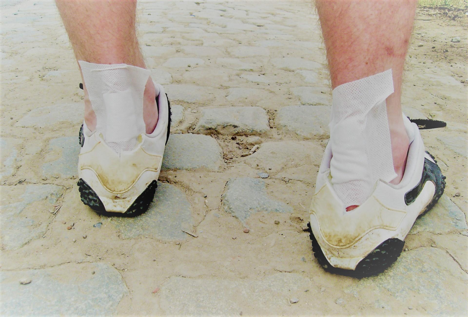 járási fájdalom az ízületek bal lábánál ízületi fájdalom fertőzések után
