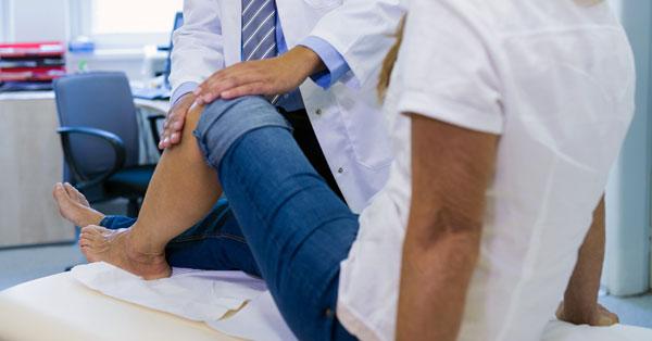miért fáj a térd a boka duzzanása egy hétig nem tűnik el