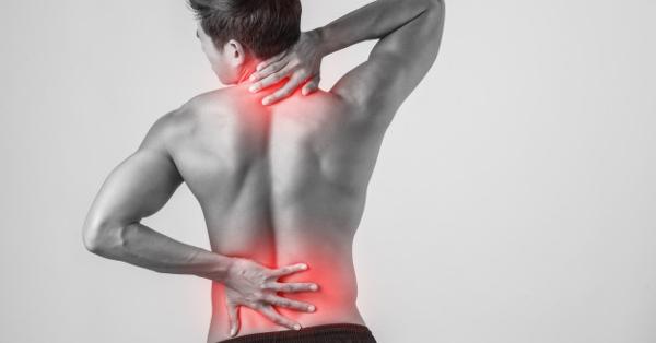 súlyos fájdalom az ízületekben és a hátban)